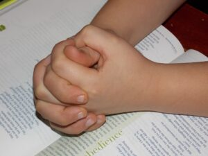 child-praying-hands-1510773_960_720