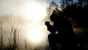 man-prays-by-lake-1200x800-1-1140x641